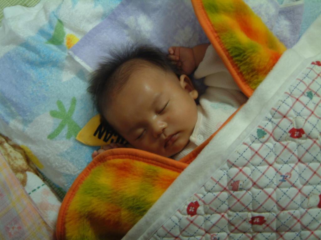 夏の暑さ対策に赤ちゃんはどうすればいい?睡眠時や布団は?