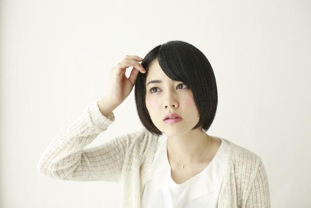 夏の抜け毛の原因や対策は?女性も抜け毛が増える?