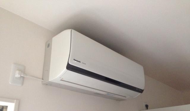 エアコンの除湿とは?冷房と電気代は違う?洗濯物は乾く?